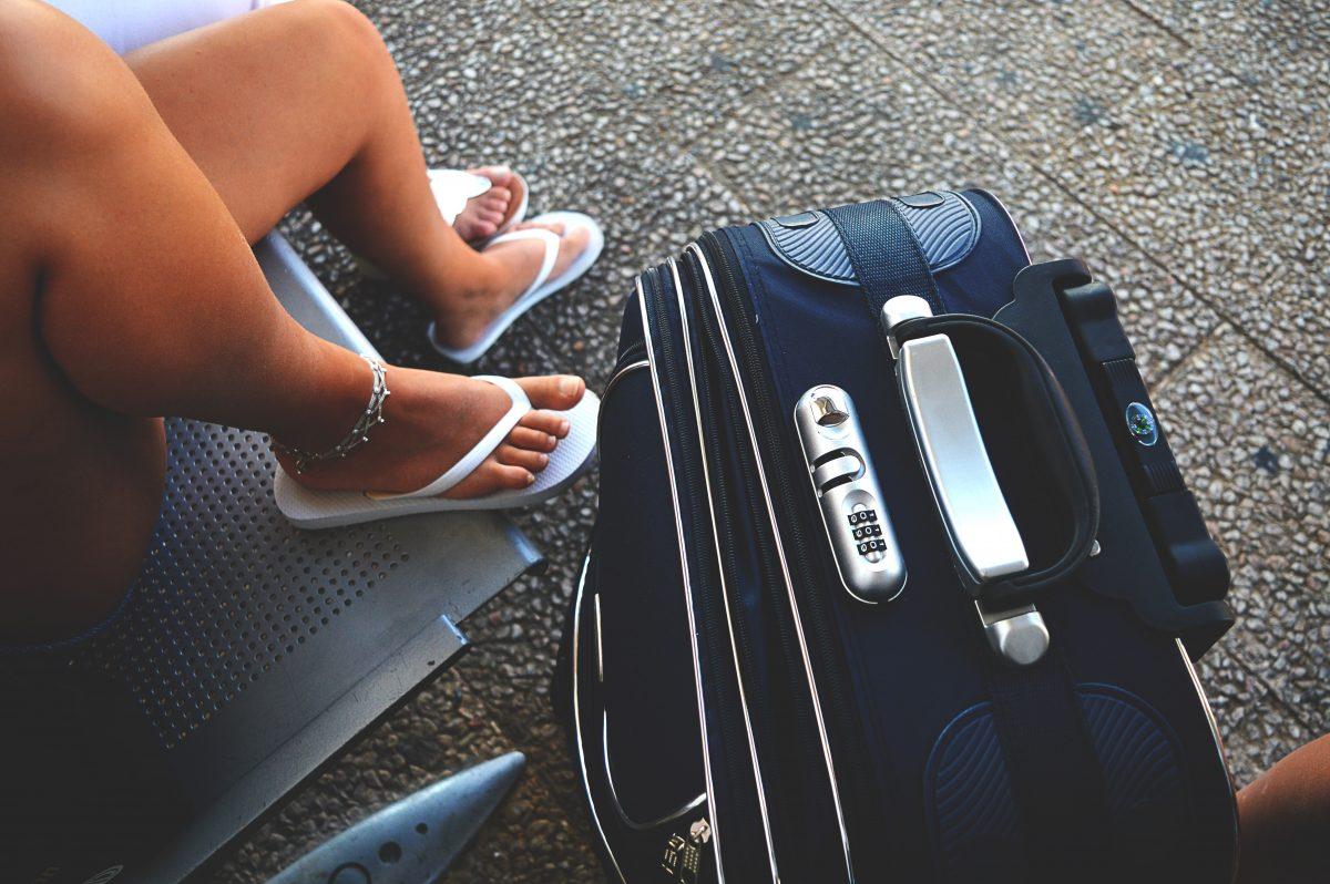 koffer inpakken vliegveld