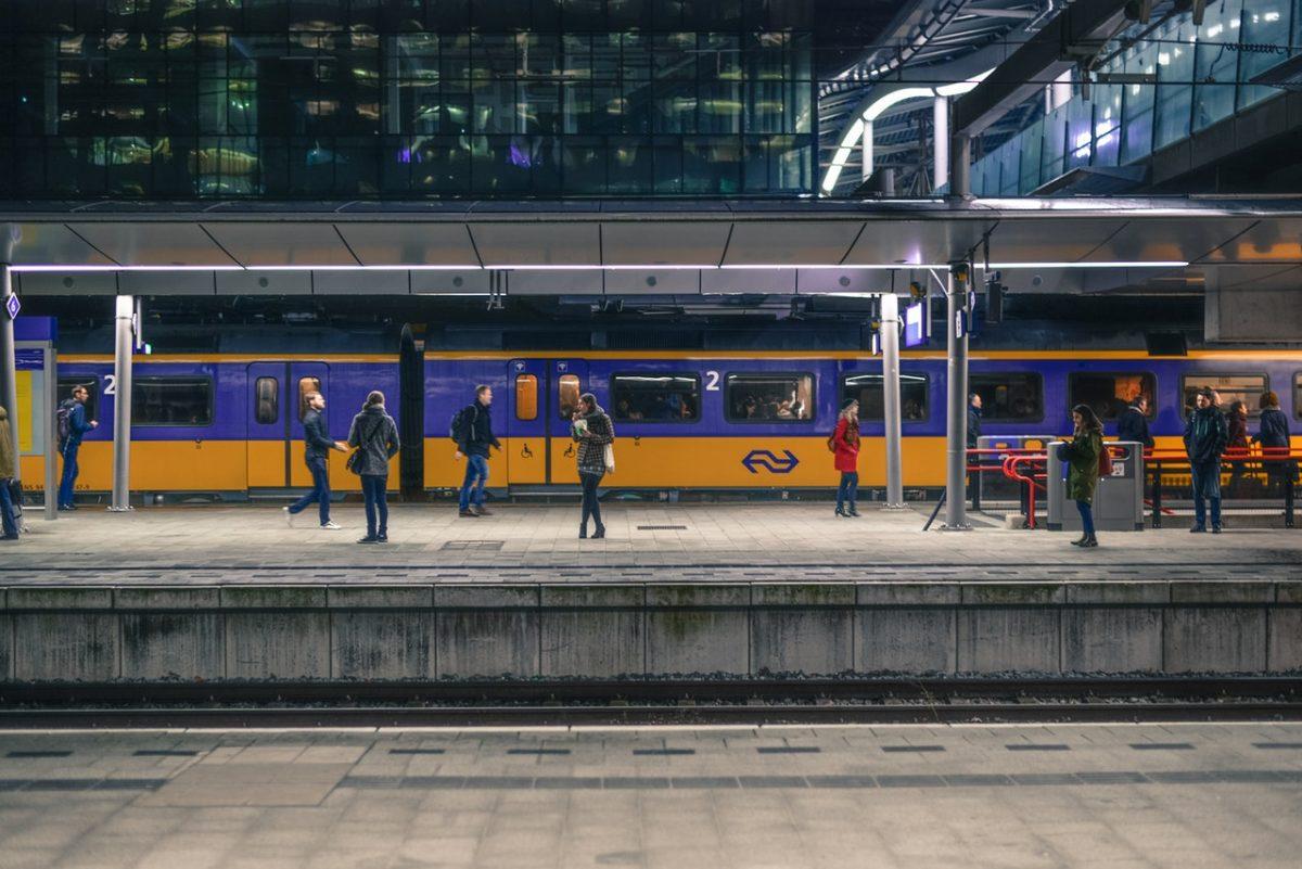 goedkoop reizen met de trein station