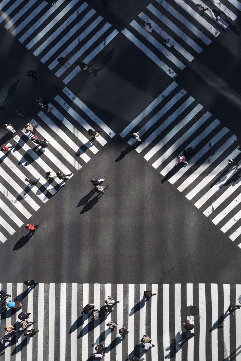 Tokyo druk kruispunt vanaf boven gefotografeerd