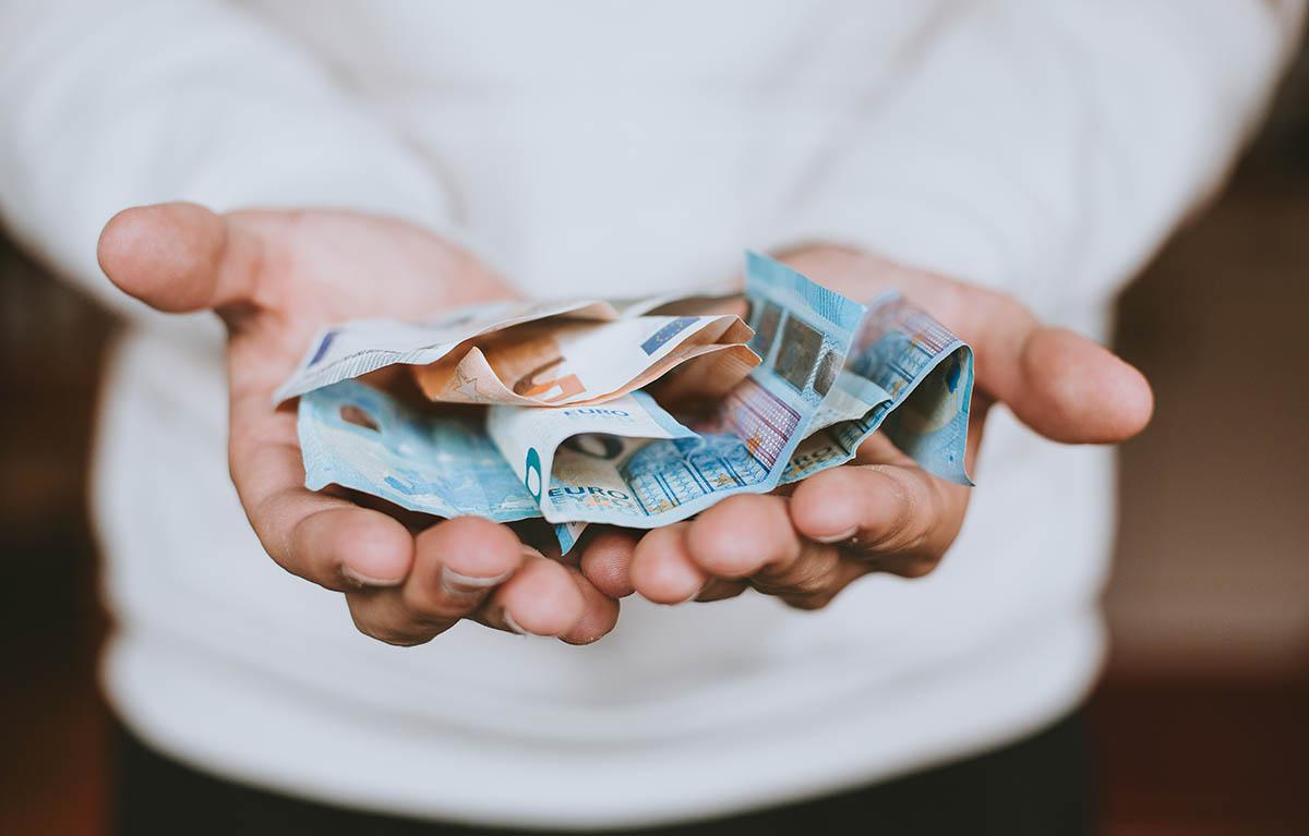 geld-besparen-uitgaan-tipify