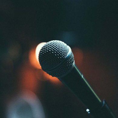 cabaret-comedian-netflix-tipify